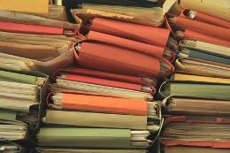 разноцветные папки документов