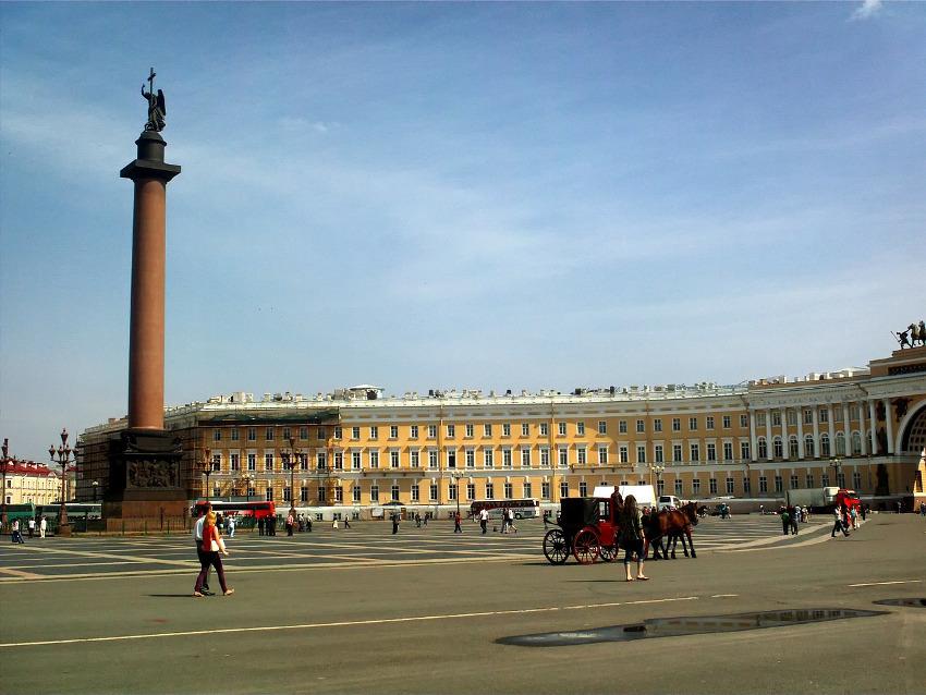 вид на площадь в Санкт-Петербурге